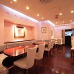 優雅に過ごせるピンクの壁が愛らしい洋風のお席をご用意。