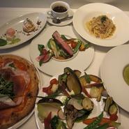 スープ・アンティパスト・パスタまたはピッツァ・メイン料理・デザート・お飲み物