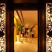 バリの高級ホテルを彷彿させるエントランス!