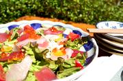 その日おすすめの新鮮な魚介をふんだんに使った和風ドレッシングのサラダ。