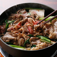 大変人気がある日本三大和牛の一つ近江牛を、すき焼き、しゃぶしゃぶでご堪能ください。