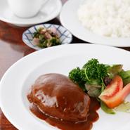 ランチタイムは気軽に近江牛を使った洋食が楽しめます。