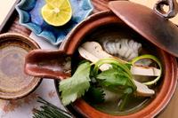 季節の食材を使った土瓶蒸しはお出汁まで飲むことをオススメします。 秋は松茸と鱧を使ったもので、鱧100%の出汁を味わえます。
