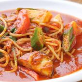 地元の野菜をたっぷりと使用したトマトソースのパスタ
