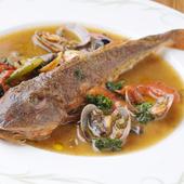 本日地魚のアクアパッツァ。旬のお魚をお楽しみください。
