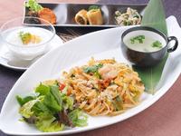 前菜・スープ・サラダ・選べるメイン料理・選べるドリンク・選べるスイーツ! 本日のオススメはスタッフにおたずねください。