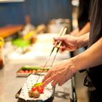 この料理をつくったら、この人が喜ぶだろうなと、食材からお客様の喜ぶ顔をイメージしながら料理をつくるよう心がけています。そうやってつくるものは、他のお客様にお出ししても、素直に喜んでいただけるからです。