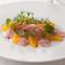 金目鯛の軽いスモークとオレンジのサラダ