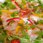 その日に市場で仕入れた新鮮な魚と、野菜たっぷりのこうじんオリジナルカルパッチョ!!
