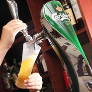 当店の生ビールは「カールスバーグ」。 デンマークの爽やかな生ビールをお楽しみください! また沼津の地ビール「ベアードビール」やギネス、 定番のプレミアムモルツやキリンラガーもご用意しております。