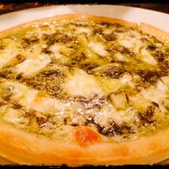 tsubasaの1番人気ピザ!モッチモチの生地にたっぷりチーズ。チーズの塩気とはちみつの甘さがマッチした、デザート感覚で楽しめるイチオシのピザです。白ワインのおつまみにもピッタリ!tsubasaのマストメニューです!