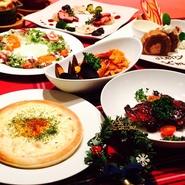 今年もtsubasaでクリスマス! 2名様よりご予約を承ります!  お料理のみの場合、2名様で6000円、 フルボトルのスパークリングワイン1本付は2名様で8800円です。  【2015年tsubasaのクリスマスディナー】 ・クリスマスリースのサラダ ・オニオングラタンスープ ・燻製鴨と根菜のグリル 特製カシスソース ・有頭エビとムール貝のフィットチーネ ・自家製ローストチキン ・シーフードグラタンピザ ・クリスマスデザートプレート