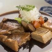 その時期の旬の鮮魚に合わせて調理