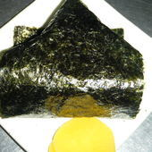 秘伝のタレに漬け込んだ羊が絶品!ピリ辛味の『石焼なんばんジンギスカン丼』