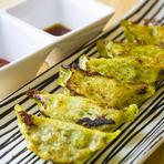 牛たんの滋味を引出す為に調理には工夫が凝らされ、仙台牛たん独特の風味と柔かさを生む。 利久では、仕込みから全て人の手で行う。 熟練の焼き手が調理した牛たんは、肉厚なのに歯切れが良く利久独自の旨味がある。