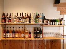 お酒の種類も豊富に取りそろえております。