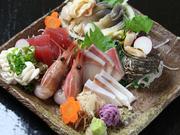 日本海・西海岸で捕った新鮮な海の幸を、季節に応じてお出し致します!! 是非お召し上がり下さい