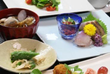 お食事や友人との会食、お祝い事にも。5,500円(税抜)コース