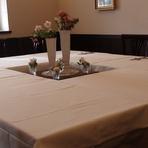 親族だけの披露宴。12人が一つのテーブルに初顔合わせ