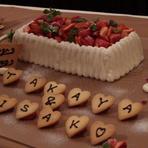 サプライズのウェディングケーキ