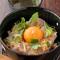 鶏タタキと生たまごの生親子丼 480円