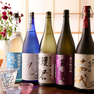 メニューに載せている日本酒は、数ある中の一部です。日本酒は、季節に合わせて仕入れることが多く、メニューに載せきれないとか。春には新酒、夏には冷酒、秋冬には熱燗で楽しめる日本酒を仕入れています。
