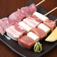 「三元豚」は、綺麗な色合いとジューシーな肉質に惚れ込み、鹿児島から直送。「マグロ」は、自ら築地で見極め一本買いしています。美味しい食材を仕入れるために、妥協しません。