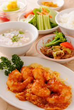 サービスランチセット(スープ、白飯、付合せ、オリジナルデザート付)