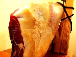 尾島博氏が造る国産無添加の手作り生ハムが食べられます