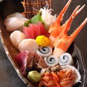 その日仕入れた新鮮な魚介類を使った刺し盛り