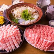 クーポン提示で【4900円⇒4300円】に!クセのない高級ラム肉肩ロース&ハーブ飼育三元豚バラの食べ放題。