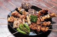 肉の旨味が凝縮。種類も豊富な『炭火焼き鳥』