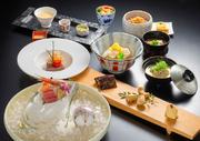 四季折々の食材をミニ会席でご用意しました。【(一の膳)小鉢/御造り/焼物/(二の膳)強肴/温物/蒸物/御食事/デザート】