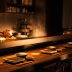 揚げたての天ぷらをつまみ、蕎麦で〆る。 お好みのネタで楽しむ以外にコース料理もご予算に合わせてご用意致しております。