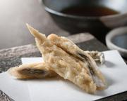 地元愛知県桑名の地アナゴ使用 焼き上げたように仕上げカリッと香ばしく天麩羅に