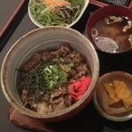 近江牛デミグラスハンバーグに【ご飯・味噌汁・サラダ・漬物】が付属します。 ※写真はイメージです。