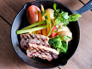 グリルプレート B ~旬の彩り温野菜 & 厚切りベーコン~