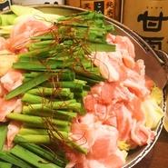 おかずとキャベツにご飯やみそ汁がついて500円からと、お得価格のランチ。質・量ともに大満足の、【然】が自信を持ってお届けするランチは、種類も豊富にそろえてあります。