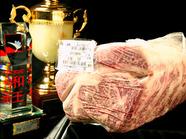 市場に直接出向いて仕入れる一頭買いブロック肉