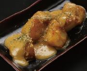 鶏ももをまるごと一枚鉄板でジュ~っと焼いてます