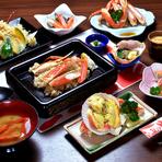 カニの刺身やカニみそ、焼きタラバ、カニ飯などをはじめ、全10品を食べつくせるコースです。