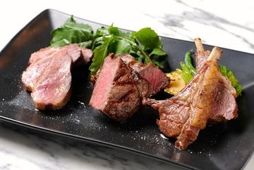 旨み凝縮の『熟成肉のテイスティングプレート3種盛り合わせ』