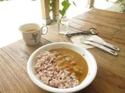 野菜が小さく切ってあり、甘く優しい味。雑穀入りのご飯で栄養バランスが良いです