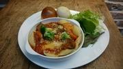 トマトでじっくりコトコト煮込んだ牛タンと、たっぷりの野菜をトマトの酸味と一緒にお召し上がりください。