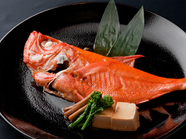 素材にこだわった九州の味を楽しめる博多串焼きを。