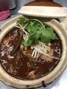 味と香りが濃い四川唐辛子を油で炒め、揚げ鶏と合わせました。唐辛子好きの方にはぜひおすすめしたいメニューです。