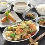 小皿2品 選べる蒸し鶏 海鮮春巻 季節野菜と海老いかほたてのXO醤炒め ライス スープ デザート ドリンク