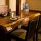 2名用テーブル席は、サラリーマンや常連客の特等席