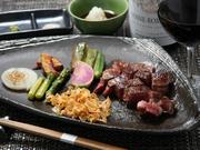 いわゆる霜降り肉は実のりではお出ししません。 赤身と脂身のバランス これが広島牛の旨みの秘訣です。