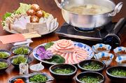 もずく・海ぶどうを始め、アグー盛・野菜盛り・おじやが付いたお得なセット! 泡盛は一合1000円より!
